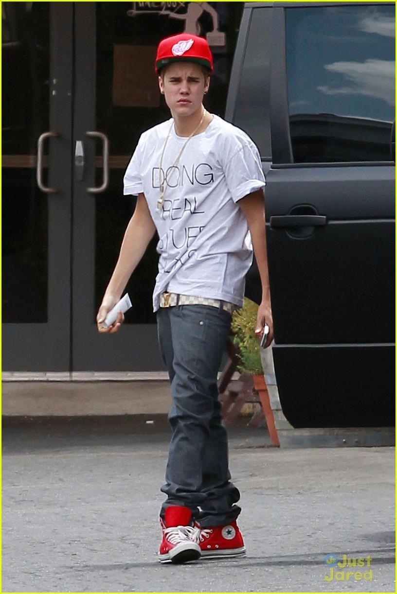 Justin Bieber Visita A Fam Lia Mais Famosa De Springfield Absurdinhus