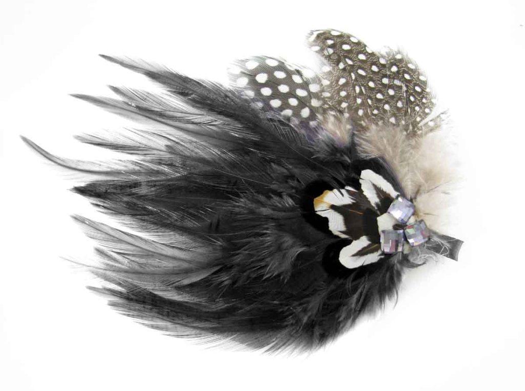 GARIMPPO - Grampo de cabelo de pena preto - R$25 - Baixa