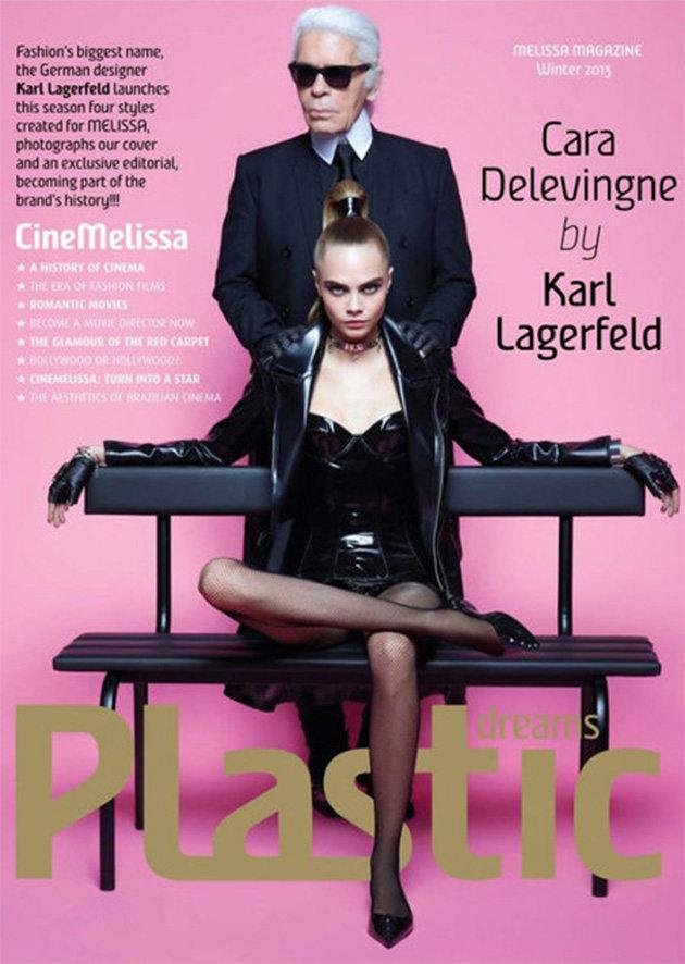 Karl Lagerfeld e a modelo Cara