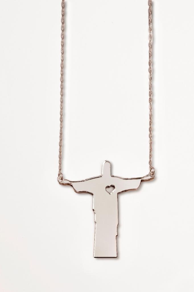 Colar Acrílico Cristo Redentor, Yara Figeueredo - R$ 180,00