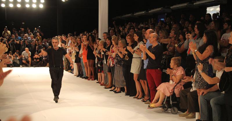 Lino Villaventura que abriu a semana de moda comemorando seus 35 anos de moda
