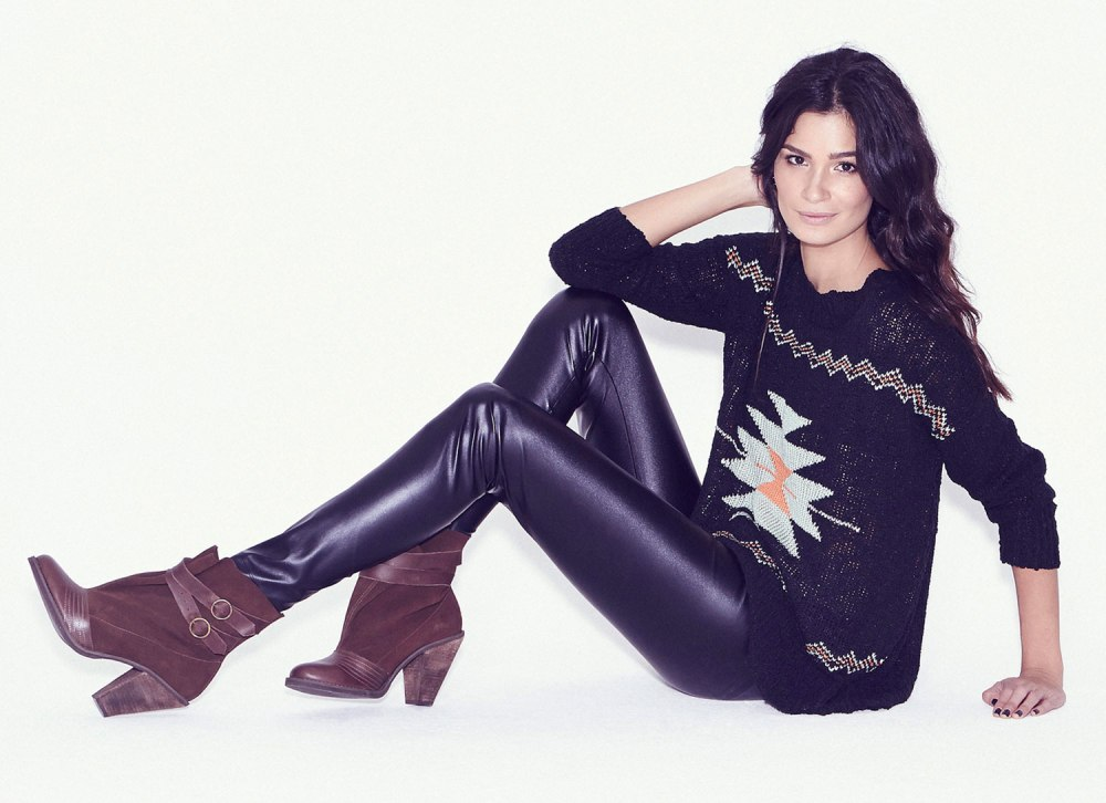 Carol Ribeiro na campanha de sua linha de calçados criado em parceria com a Olook (foto: divulgação)