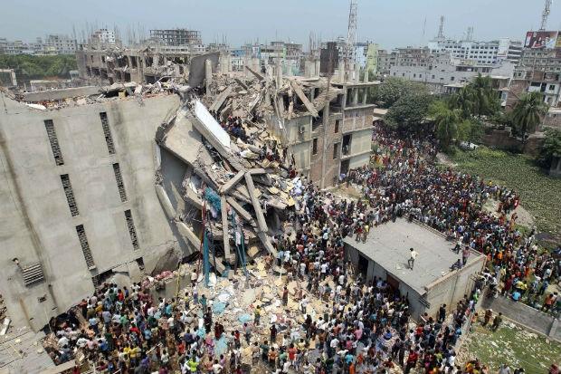 O desabamento de um prédio que abrigava fábricas têxteis em Bangladesh deixou dezenas de mortos e centenas de feridos (foto: reprodução)