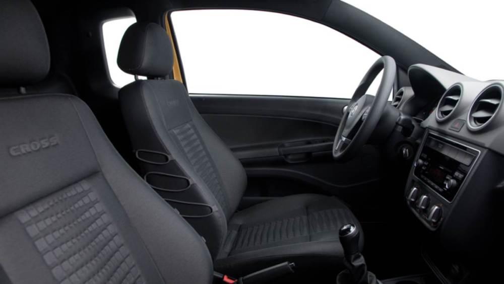O interior do veículo com os tecidos de PET