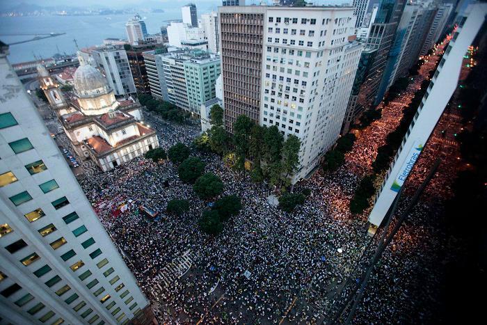Imagem aérea da passeata de hj...