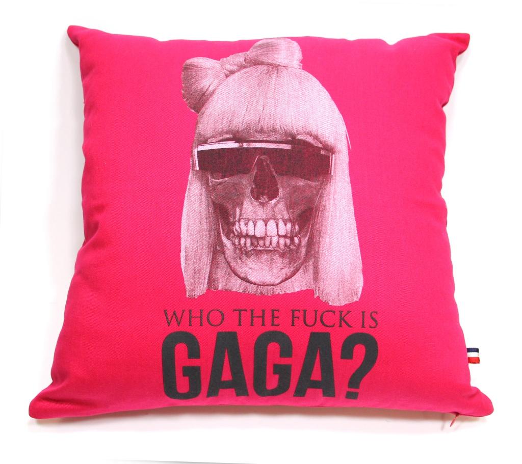 Almofada Lady Gaga pink R$ 129,00, na Sergio K.