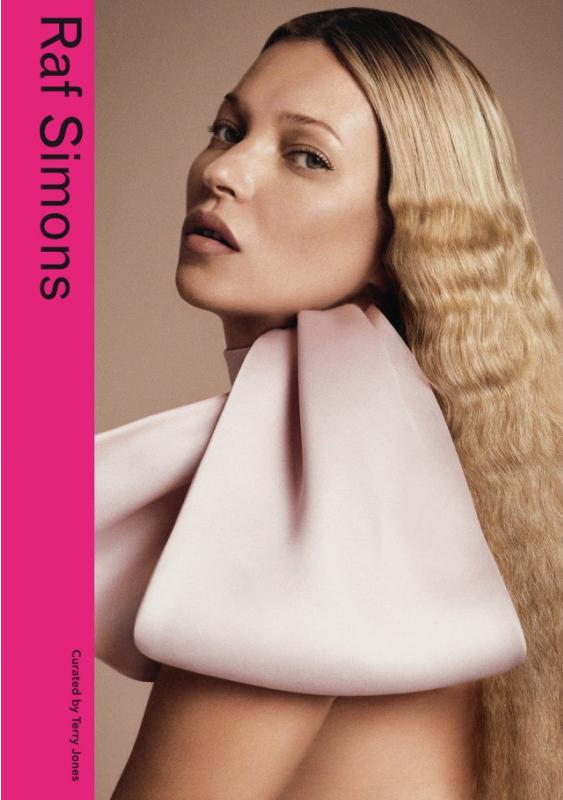 A capa do livro sobre o estilista que traz Kate Moss