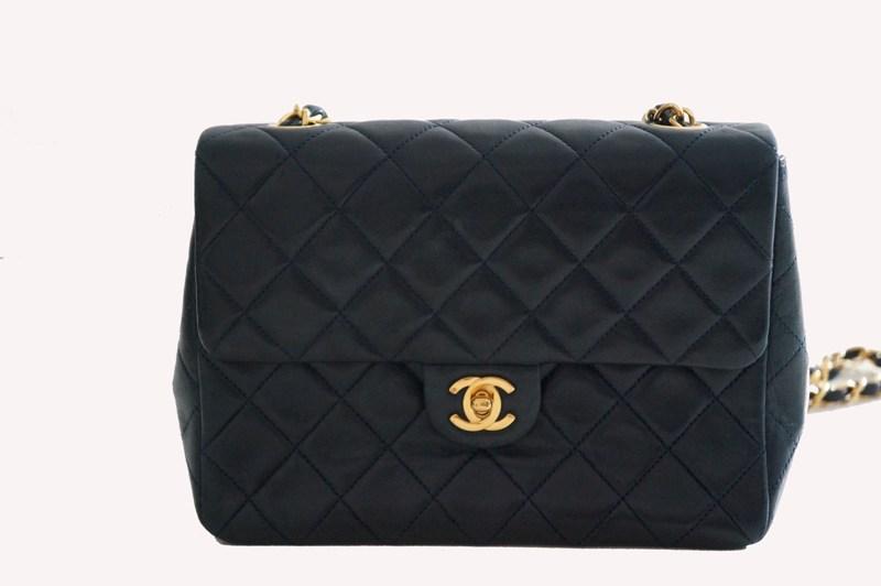 Chanel Matelassada azul marinho