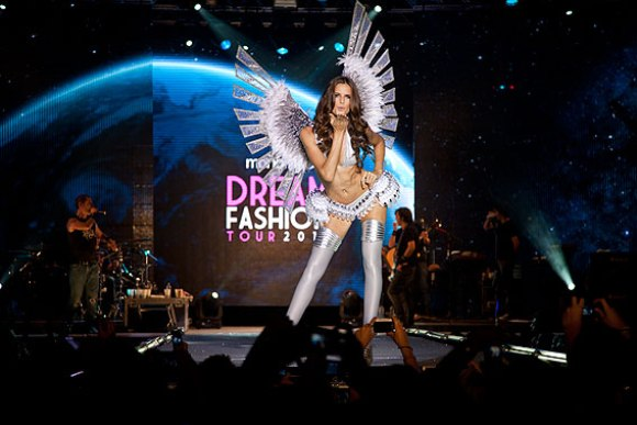 Isabeli Fontana no Monange Dream Fashion Tour