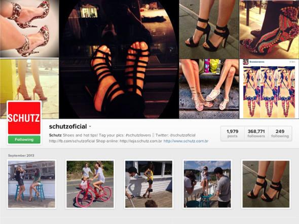 Compartilha o dia a dia de glamour da marca, das passarelas à badalada loja em Nova York, com fotos super inspiradoras dos sapatos, muitas vezes sendo usados, é claro.