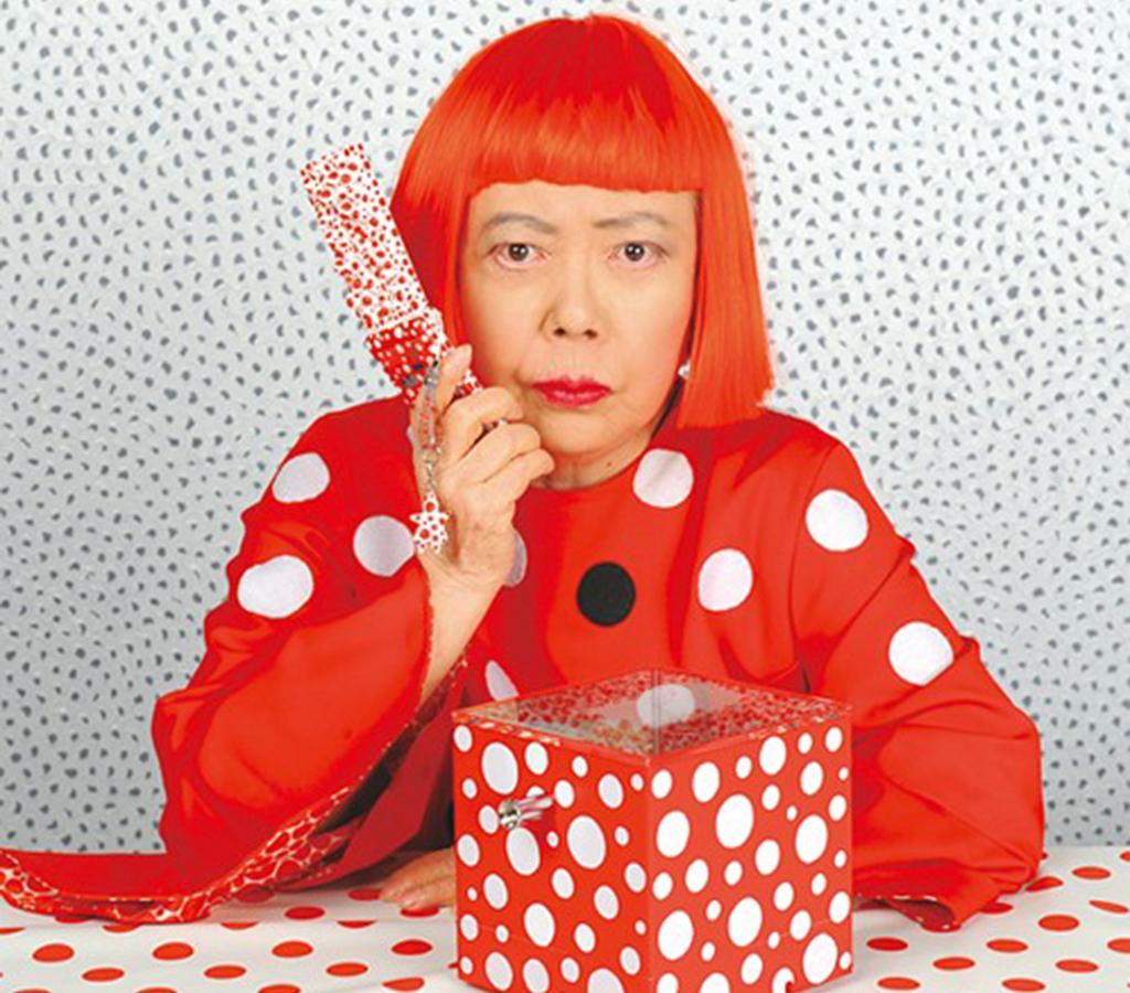Conhecida por sua fixação por bolas e cores Yayoi Kusama, vem ao Brasil para exposição em comemoração aos 24 anos do CCBB.