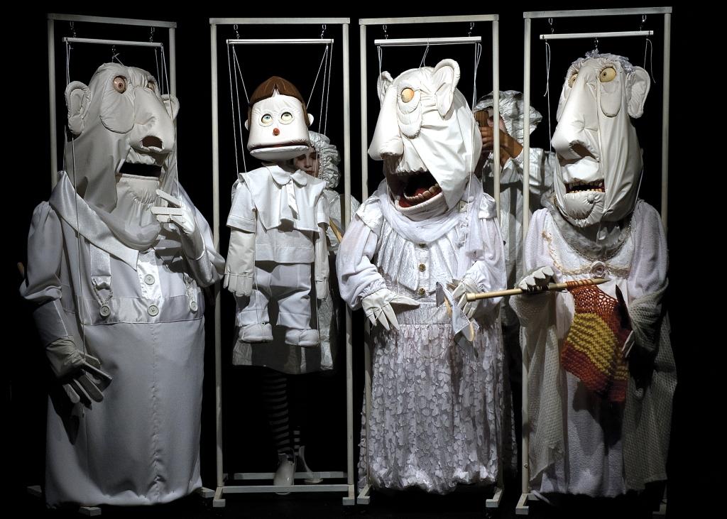 Giz, o espetáculo do Grupo Giramundo que inspirou a coleção de Inverno 2009, de Ronaldo Fraga